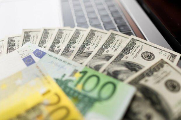 Долар та євро продовжують падати: курс валют 10 грудня