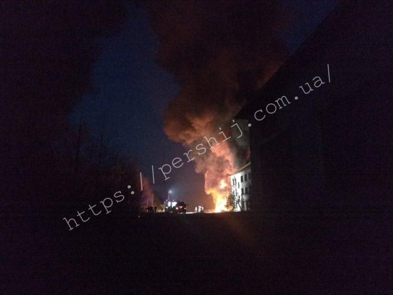 Горять шини: масштабна пожежа спалахнула на Закарпатті