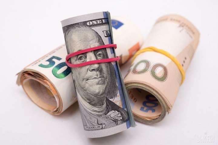 Євро не здається: курс валют на 16 січня