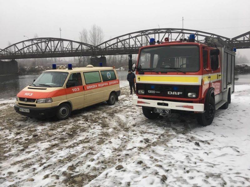 На річках Закарпаття чатують рятувальники та швидкі (ФОТО)