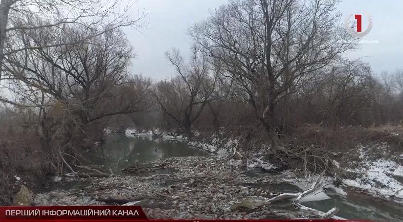 Сміттєві реалії: річка Боржава потерпає від людської недбалості (СЮЖЕТ)