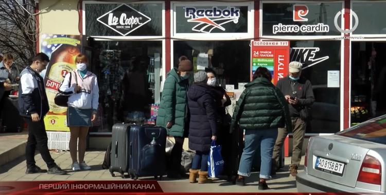 Після заяви про закриття кордону українці зі Словаччини масово кинулися додому (ВІДЕО)