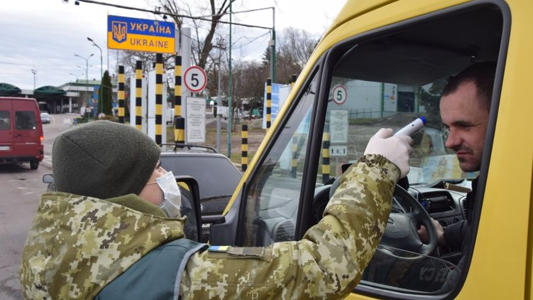 Заробітчани масово повертаються в Україну через коронавірус