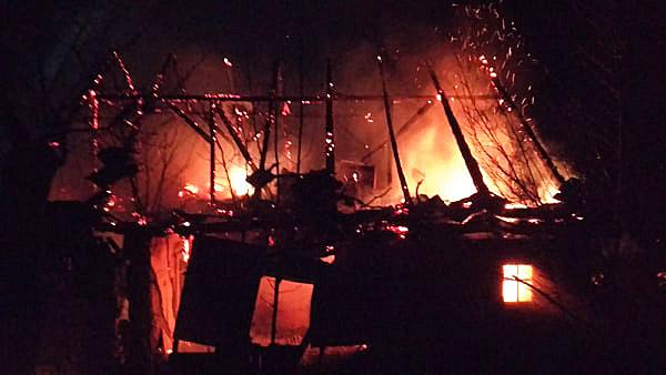 Згорів вщент: на Хустщині вогонь знищив будинок (ФОТО)