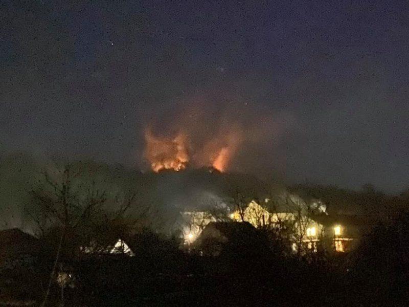 Сезон вогню: на Рахівщині маштабна пожежа сухої трави (ФОТО)