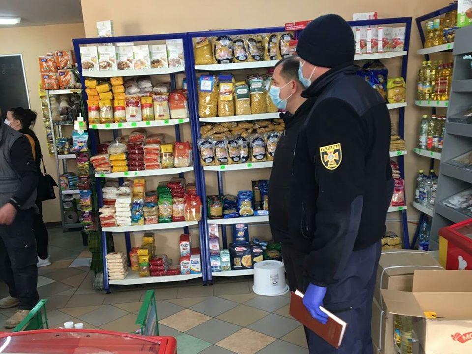 Чи дотримуються крамниці Виноградова карантинних умов? (ФОТО)