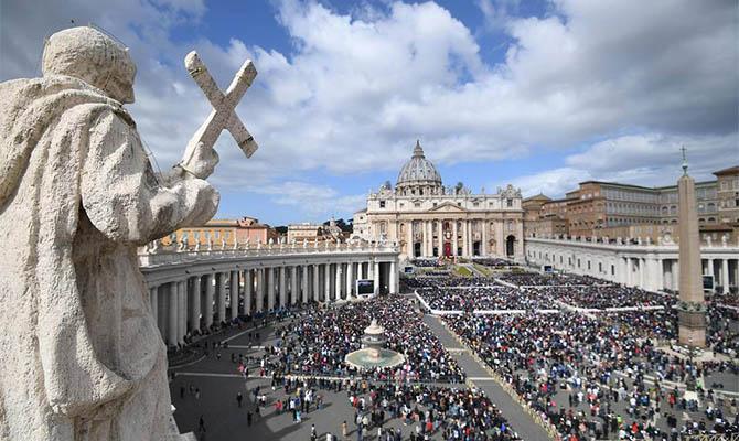 Один з найближчих помічників Папи Римського: посадовець Святого Престолу захворів на коронавірус (ФОТО)