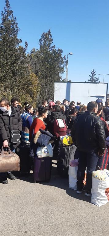 Сотні закарпатців намагаються потрапити додому (ФОТО)