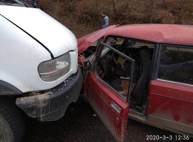 ДТП на Закарпатті: зіткнулись автомобіль ВАЗ та мікроавтобус (ФОТО), фото-1