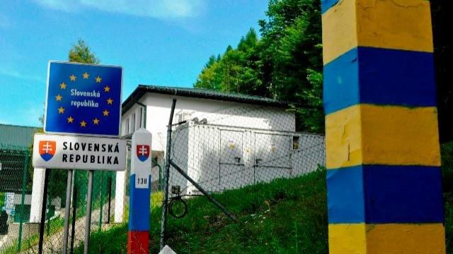 Сусідня Словаччина закриває кордони для громадян інших країн
