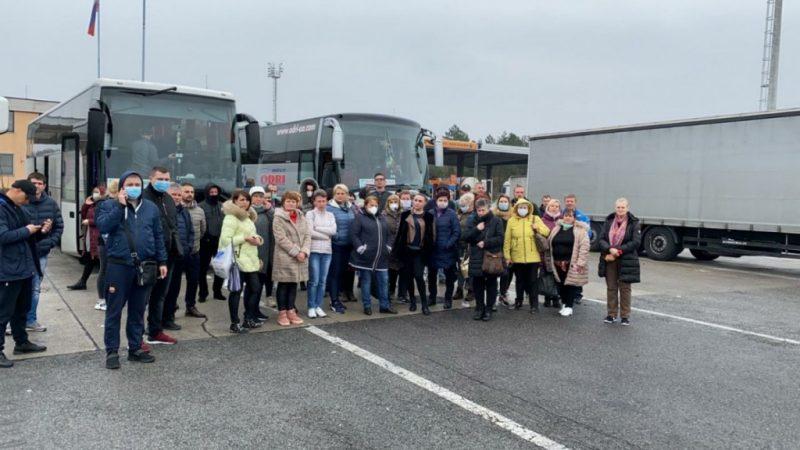На італійському кордоні застрягла сотня українців, які поверталися додому (ФОТО)
