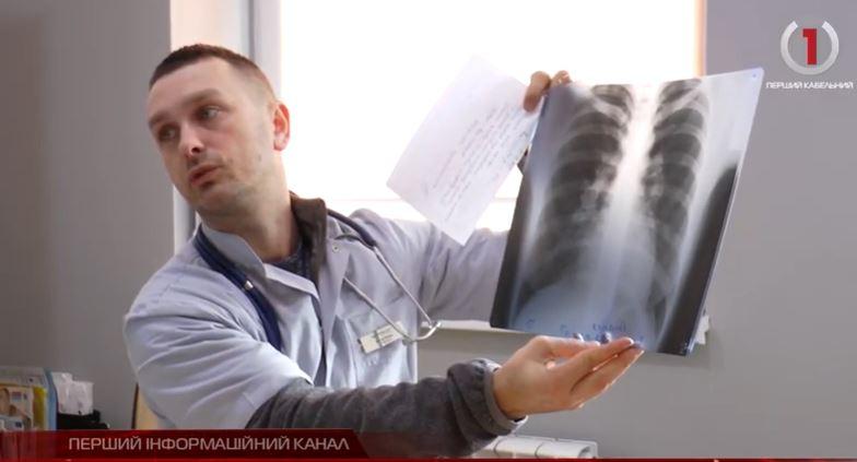 Закарпатські лікарі розповіли чи рятує медична маска від коронавірусу (ВІДЕО)