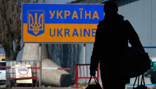 Заробітчани переказали в Україну мільярди: новий рекорд