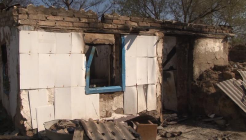 Троє згоріли заживо: матір покинула дітей у палаючому будинку та підперла двері стільцем (ВІДЕО)