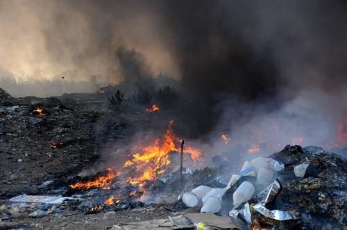 Пожежа у Виноградові: горіло сміття та добудова у житловому будинку
