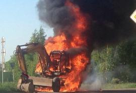 Пожежа на Рахівщині: вогнем знищено екскаватор (ФОТО)