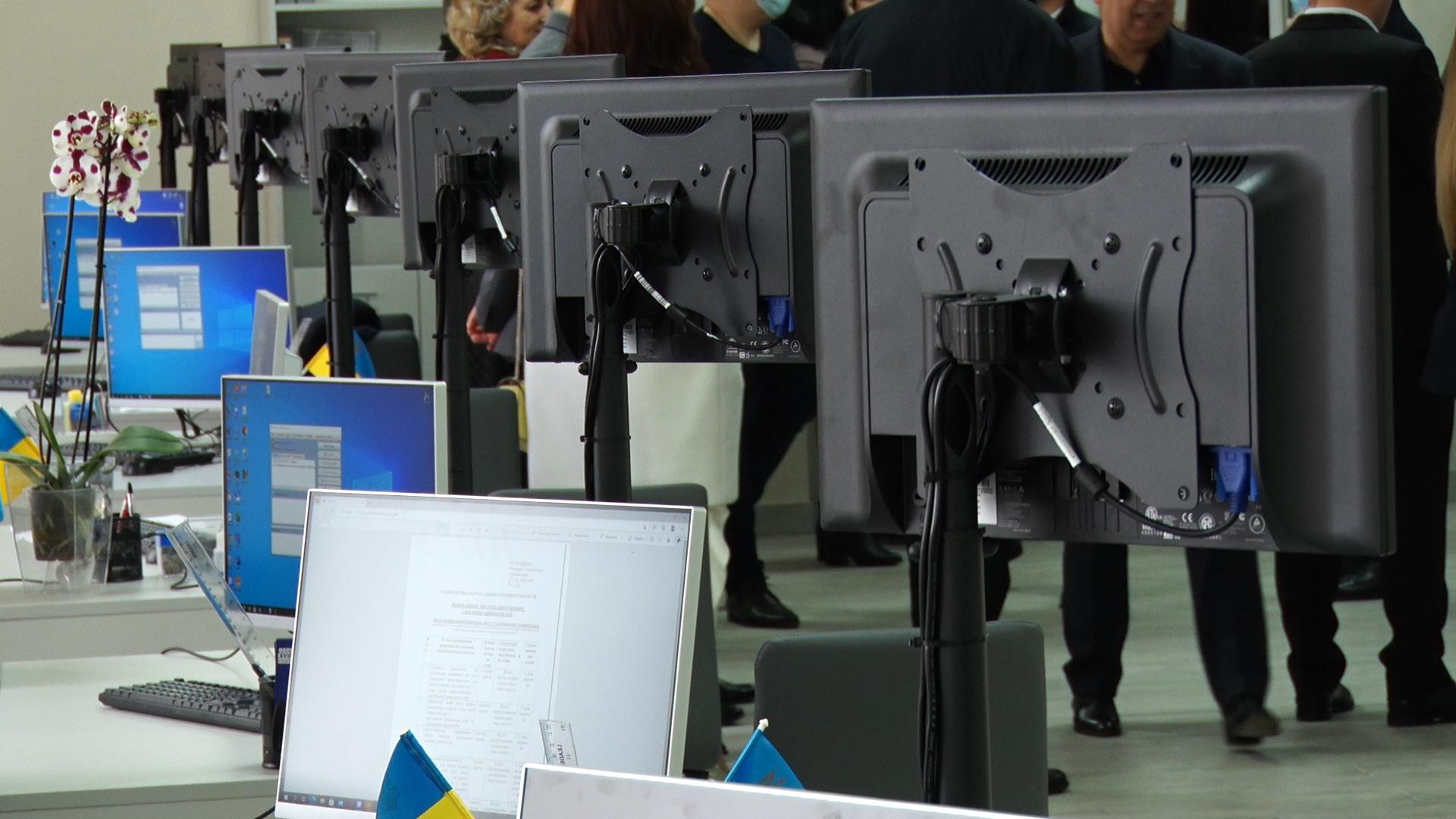 Якісні послуги для громади: у Солотвинській ТГ відкрили модернізований ЦНАП