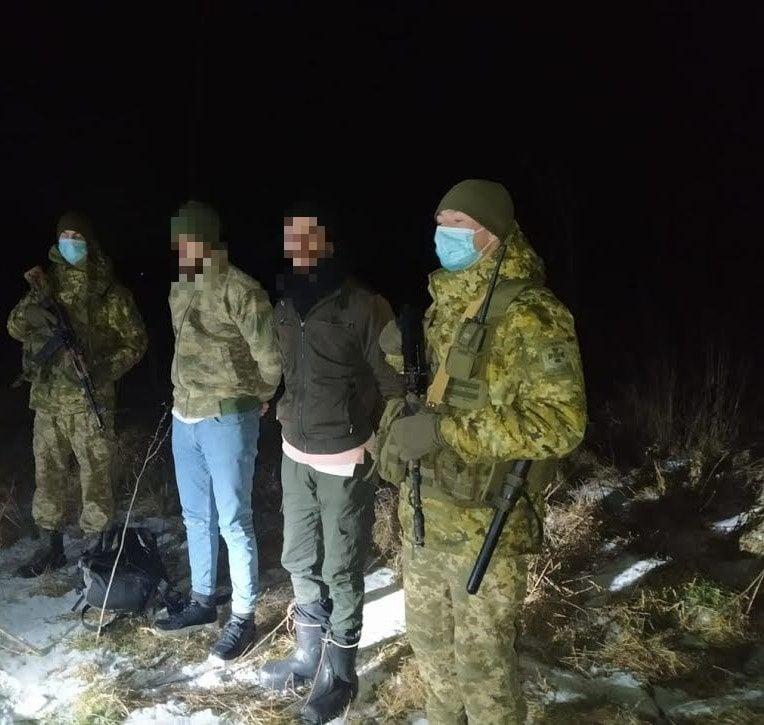На Закарпатті затримали двох нелегалів, які за допомогою GPS планували потрапити до ЄС (ФОТО)