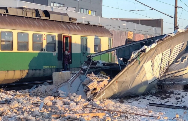 У Словаччині зіштовхнулися пасажирський потяг та вантажівка, за кермом якої був українець (ФОТО)