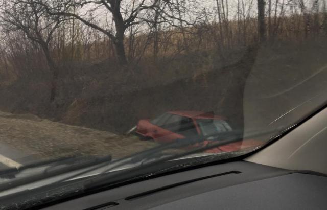 На трасі Мукачево-Рогатин авто злетіло у кювет