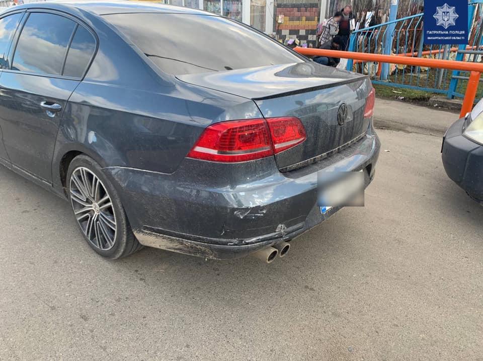 ДТП в Мукачеві: винуватець втік з місця аварії (ФОТО)