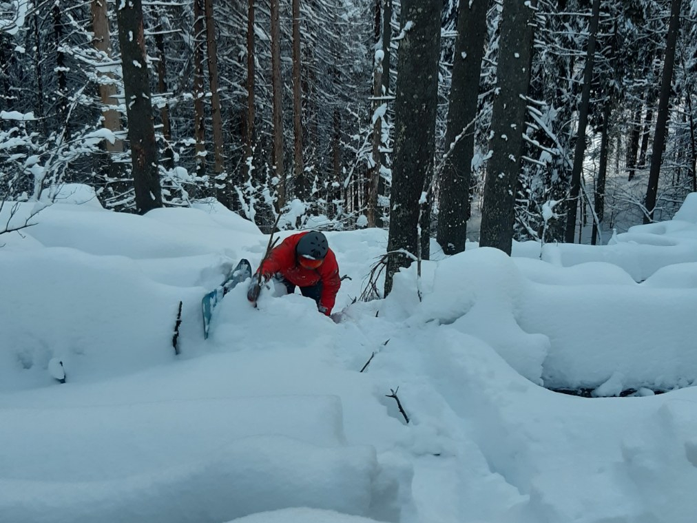 В горах Закарпаття шукали чергового заблукалого лижника (ФОТО)