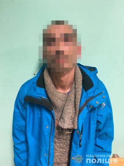 Напав з ножем через ревнощі: в Ужгороді затримали зловмисника (ФОТО)