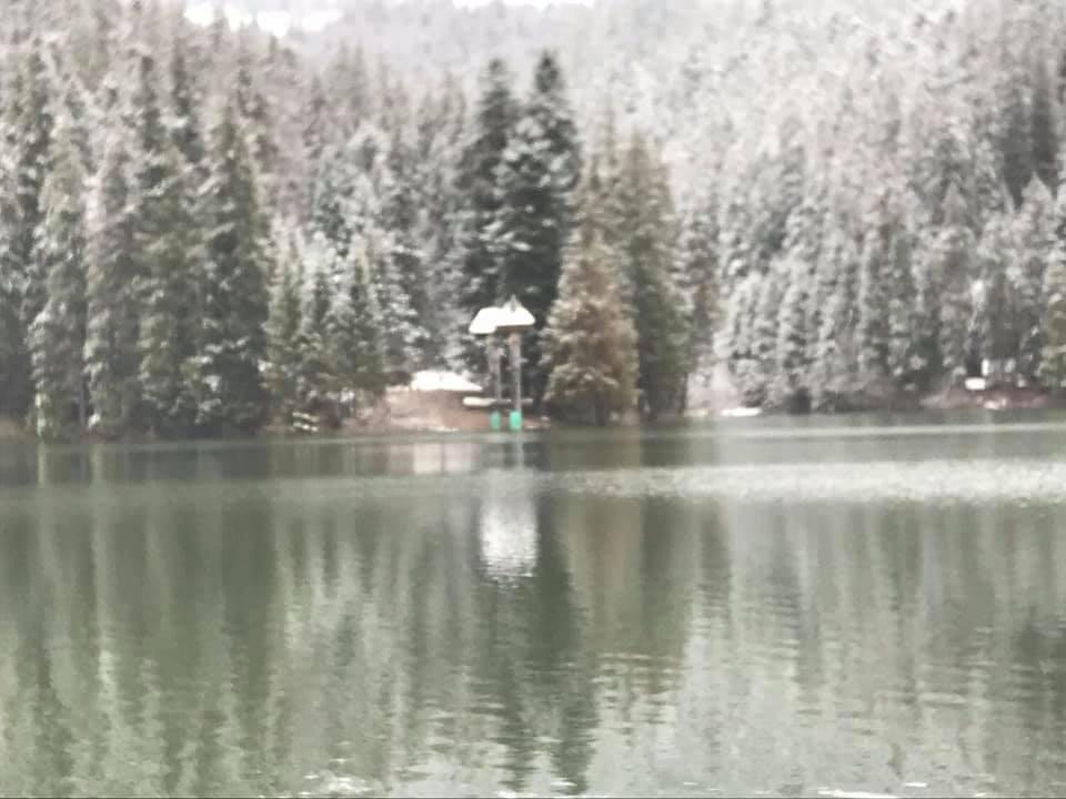 Зимові пейзажі: Синевир вражає засніженими краєвидами (ФОТО)