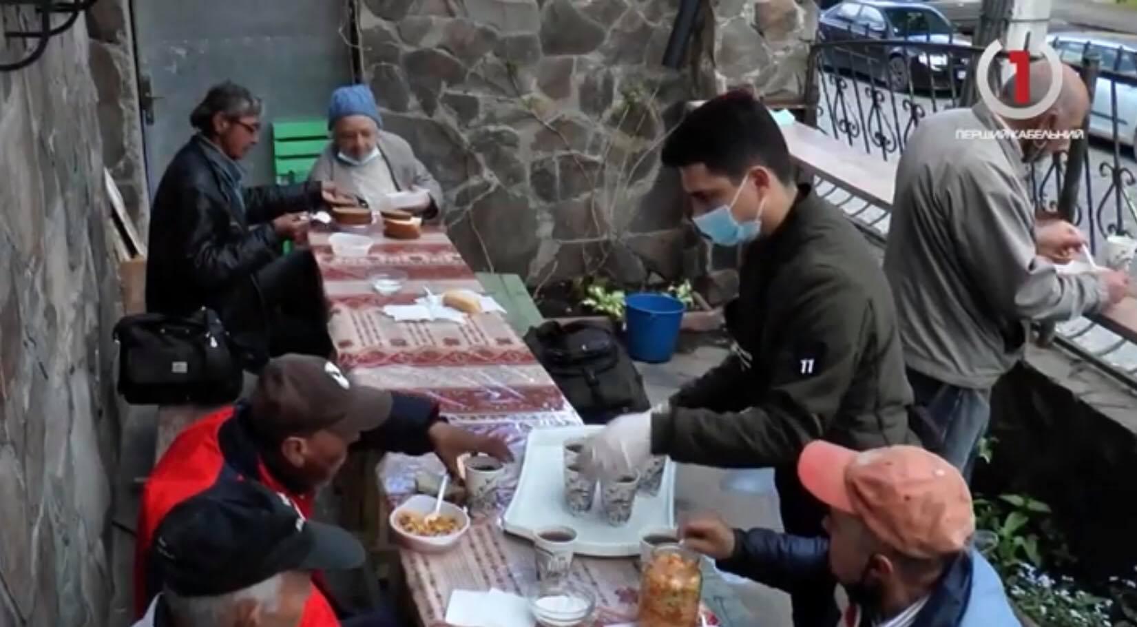 В Ужгороді годують малозабезпечених (ВІДЕО)